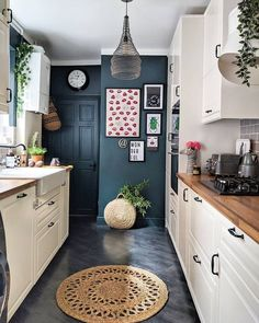 11 Galley Kitchen Redesign Ideas That Are Full of Flavor Funky Kitchen, Narrow Kitchen, Kitchen Redo, Home Decor Kitchen, Kitchen Interior, New Kitchen, Kitchen Redesign Ideas, Gally Kitchen, Kitchen Ideas