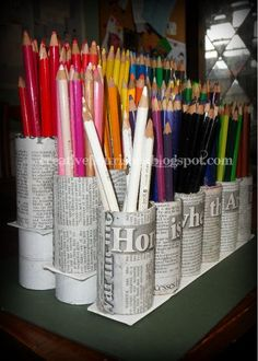Homemade Pencil Crayon Storage (With images) Crayon Storage, Marker Storage, Art Supplies Storage, Craft Room Storage, Colored Pencil Storage, Rangement Art, Craft Shed, Art Studio Organization, Organization Ideas