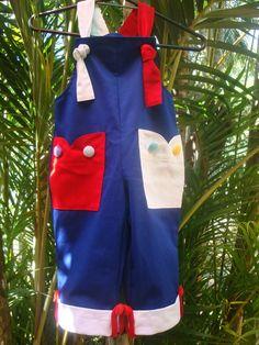 Todos os nossos macacões podem ser confeccionado na versão infantil. Este modelo é feito em brim leve, 100 % algodão, botões forrado em veludo, alça regulável. não mancha.