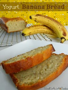 Yogurt Banana Bread - A delicious moist banana bread made with yogurt or Greek yogurt Delicious Desserts, Dessert Recipes, Yummy Food, Brunch, Pizza Dessert, Moist Banana Bread, Banana Bread Healthy Yogurt, Greek Yogurt Banana Bread, Yogurt Bread