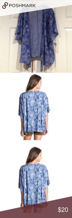 🎁Roxy Kimono Cute Roxy Kimono. Size: XS/S Model is wearing same size. Roxy Sweaters Shrugs & Ponchos