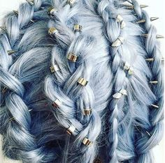 Hair piercing is this season's must-try hair trend, so we rounded up 10 festooned styles that will grab your attention. trends edgy Hair Piercing: This Season's Coolest New Hair Trend - theFashionSpot Piercing, Latest Hair Trends, Edgy Hair, Funky Hair, Natural Hair Styles, Long Hair Styles, Hair Game, Lady Gaga, Hair Jewelry