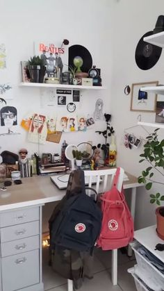 pin: hana noelle pin: hana noelle The post pin: hana noelle appeared first on Slaapkamer ideeën. My New Room, My Room, Room Decor Bedroom, Diy Room Decor, Bedroom Ideas, Teen Bedroom, Bedroom Inspo, Home Decor, Cool Dorm Rooms