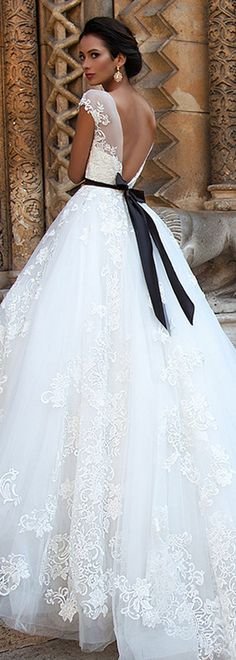 Fantastic Tulle Scoop Neckline A-line Wedding Dresses With Lace Appliques