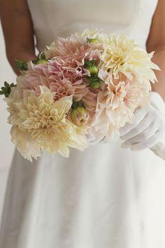 Brautstrauß aus Dahlien  #wedding #dahlien #weddingbouquet