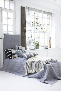 Dormitorios en gris, blanco y negro... diferentes estilos.
