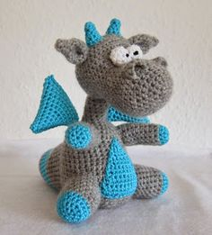 Yaki the Dragon Amigurumi - Free English Pattern (scroll down) here: http://stephiskoestlichkeiten.blogspot.com.es/2015/06/yaki.html