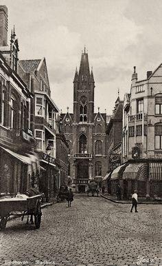 EINDHOVEN IN BEELD foto's & verleden - Oud Eindhovens' Stadhuis (vanuit Jan v.Hoofstraat)
