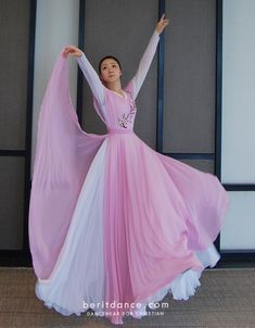 Praise Dance Wear, Praise Dance Dresses, Worship Dance, Praise And Worship, Dance Uniforms, Royal Ballet, Types Of Dresses, Dance Outfits, Dance Costumes