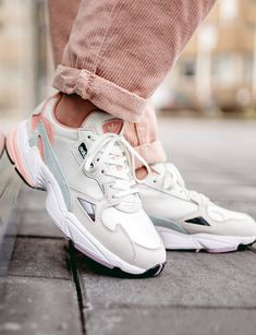 Nike Zoom sneakers in Lilac Nike Air Max 270 sneakers in dark blue/pink/yellow Nike Tekno sneakers in Plum Chalk pink Nike Air Max 720 sneakers in white/pink Nike Air Max 720 sneakers in… Cute Sneakers, Sneakers Mode, Retro Sneakers, Air Max Sneakers, Sneakers Fashion, Fashion Shoes, Sneakers Workout, High Fashion, Womens Fashion