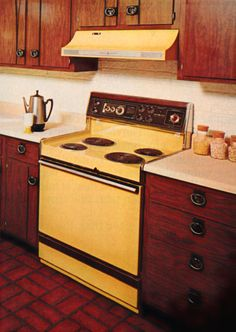 1970s kitchen design - one harvest gold kitchen decorated in 6 ...