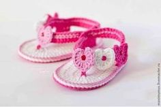 15 free baby booties crochet patterns - Crafty Tutorials - Be crafty, be creative, be yourself! Booties Crochet, Crochet Baby Sandals, Crochet Baby Clothes, Crochet Shoes, Crochet Slippers, Love Crochet, Crochet For Kids, Baby Booties, Crochet Yarn