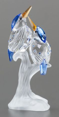 63039: A SWAROVSKI CRYSTAL FIGURINE OF TWO PERCHED BIRD : Lot 63039