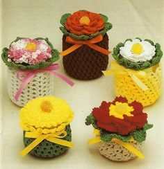 These Crochet Bowl Covers will come in so handy and they look so cute. Check out the Crochet Jar covers too. Crochet Flower Patterns, Crochet Designs, Crochet Flowers, Pattern Flower, Baby Jars, Baby Food Jars, Baby Food Jar Crafts, Mason Jar Crafts, Crochet Jar Covers