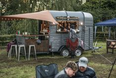 Perfect for rustic, shabby, boho weddings. The be… Food Inspiration Beautiful bohemian mobile bar. Perfect for rustic shabby boho weddings. Catering Van, Catering Trailer, Food Trailer, Mobile Bar, Mobile Shop, Coffee Carts, Coffee Truck, Mobiles Catering, Tacos Al Vapor