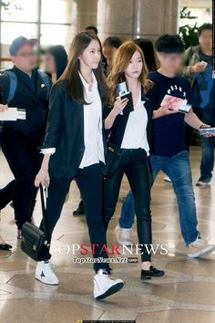 SNSD Yoona Jessica airport fashion - May 2 Snsd Airport Fashion, Snsd Fashion, Fashion Idol, Girl Fashion, Fashion Tips, Womens Fashion, Korean Fashion Trends, Korean Street Fashion, Jessica Jung Fashion