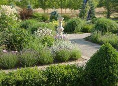 40 Beautiful Natural Garden Paths For Your Backyard Outdoor Landscaping, Outdoor Gardens, Minimalist Garden, British Garden, Garden Design Plans, Garden Makeover, Design Basics, Garden Maintenance, Landscape Plans