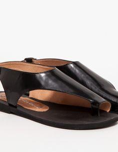 e58ec0eeb38 31 mejores imágenes de Shoes   Flat sandals, Shoe boots y Me too shoes