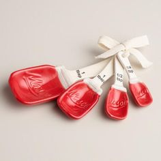 A great gift set for collectors, our retro-chic ceramic measuring spoons capture the look of vintage red mason jars, complete with embossing.