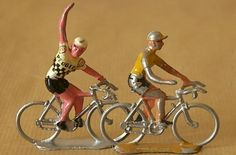les petits cyclistes pour faire le tour de france aux billes!!