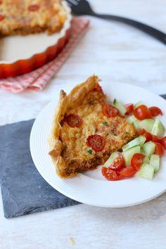 Hartige taart met gehakt en tomaat