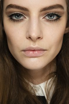LE FASHION BLOG BACKSTAGE BEAUTY LASH CRAZY GUCCI FW 2014 60S INSPIRED SIXTIES BEAUTY LOOK EYELASHES MASCARA CAT EYE LINER FLAWLESS GLOWING SKIN FALSE EYELASHES MILAN FASHION WEEK  1 photo LEFASHIONBLOGBACKSTAGEBEAUTYLASHCRAZYGUCCIFW20141.jpg