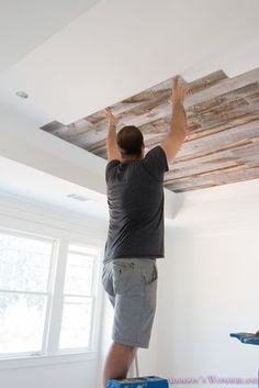 Our Reclaimed Weathered Wood Stikwood Ceiling A full tutorial for our reclaimed weathered wood ceiling! alabaster-walls-sherwin-williams-barnwood-gray-grey-pink-rose-doors Source by addiwonderland. Weathered Wood, Barn Wood, Wood Wood, Wood Beams, Plafond Design, Bedroom Ceiling, Hallway Ceiling, Wood Ceilings, Kitchen Ceilings