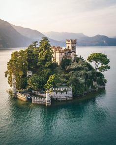 Isola di Loreto, Lago d'Iseo, Italia Beautiful Places To Travel, Cool Places To Visit, Places To Go, Beautiful Things, Amazing Places On Earth, Heavenly Places, Wonderful Places, Vacation Trips, Dream Vacations