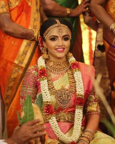 South Indian bride in nakshi work long chain and choker, temple jewellery