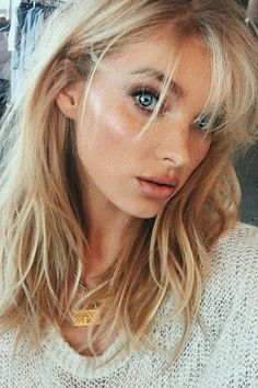 Ombre Bangs are back! Der Fransen-Pony ist der absolute Trend Cut Alpingo Balayage , Bangs are back! Der Fransen-Pony ist der absolute Trend Cut Bangs are back! Der Fransen-Pony ist der absolute Trend Cut Bangs are back! Pony Hairstyles, Hairstyles With Bangs, Pretty Hairstyles, Elsa Hosk, Blond Pony, Trendy Haircut, How To Cut Bangs, Fringe Bangs, Chocolate Hair