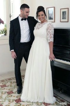 Lace vintage plus size wedding gown with sleeves