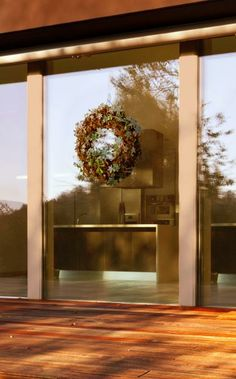 Command™ Outdoor Window Hooks are perfect for hanging wreaths, signs, thermometers, or other seasonal decorations directly to the outside of your window.