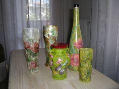 Vasi e bottiglia in vetro con carta di riso e decori fiori e farfalle