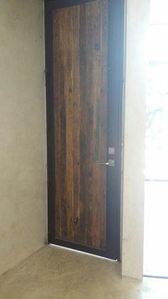 Puerta madera reciclada y hierro taller de herreria  ramirez arquitectos