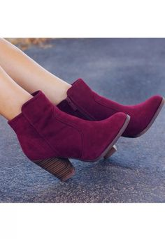 Find images and videos about fashion, shoes and boots on We Heart It - the app to get lost in what you love. Dream Shoes, Crazy Shoes, Me Too Shoes, Heeled Boots, Bootie Boots, Ankle Boots, Low Boots, Pretty Shoes, Beautiful Shoes