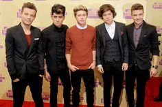 One Direction at the 2012 @MTV Music Video Awards. I'm not a big fan of their music but they look nice.