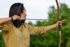 The best anchor point for drawing a bow is helpful guide for beginners to master anchor point in archery. Anchor point in archery improves accuracy in archery. Traditional Bow, Traditional Archery, Cycling Quotes, Cycling Art, Cycling Jerseys, Archery Tips, Types Of Bows, Recurve Bows, Famous Last Words