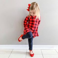 Stylish buffalo plaid outfit perfect for last minute Christmas outfit. Toddler Girl Christmas Outfits, Toddler Fall Fashion, Little Girl Outfits, Little Girl Fashion, Toddler Girl Outfits, Kids Fashion, Outfits Niños, Plaid Outfits, Kids Outfits