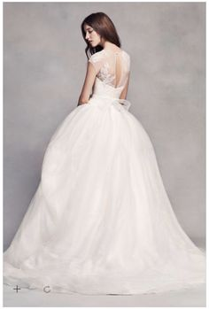 Vera Wang Wedding Dress Back Lace Wedding Dress With Sleeves e06646199de8