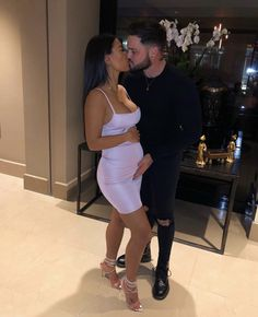Cute Maternity Outfits, Stylish Maternity, Pregnancy Outfits, Maternity Pictures, Pregnancy Photos, Black Relationship Goals, Marriage Goals, 4 Months Pregnant, Interacial Couples