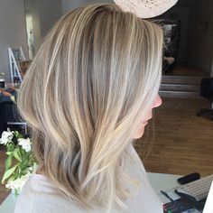 The perfect blonde LOB #highlights #hair #styledbysnow @snowbysamanthasnow
