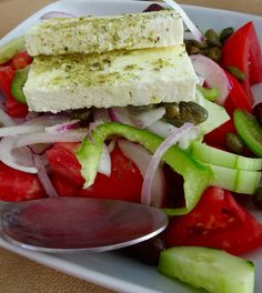 Antiparos the island of tranquility in Cyclade offer maybe one of the best Greek salad!! #Greekfood #Greeksalad #salad #greeece #Antiparos #eat #Cyclades