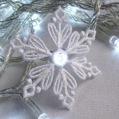 FSL Christmas Snowflake Light 7 - 4x4 | What's New | Machine Embroidery Designs | SWAKembroidery.com Ace Points Embroidery