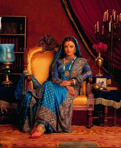 "Aishwarya's ethnic look in ""Devdas"" by famous Bollywood Designer ""Neeta Lulla"""