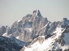 Torre Cerredo - Picos de Europa Mount Everest, To Go, Hiking, Places, Nature, Mountain, Travel, Inspiration, Mountain Range