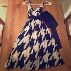 FOREVER 21 HOUNDSTOOTH DRESS SIZE S A forever 21 size small black-and-white houndstooth dress. V-Neck front and back, black satin sash, adjustable straps, Crepe like fabric. Gorgeous with a pair of black satin d'orsay pumps!!! Worn once. Forever 21 Dresses Midi