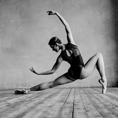 Perfect beauty, impeccable posture and grace in Alexander Yakovlev dance photography