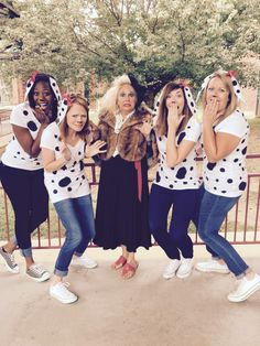List of Best Ever Grade Level Costumes - Cruella De Vil and Her Dalmatians Teacher Costumes - Keeping Up with Mrs. Team Halloween Costumes, Book Costumes, World Book Day Costumes, Teacher Costumes, Group Costumes, Halloween Themes, Teacher Book Week Costume, Teacher Book Character Costumes, Costume Ideas