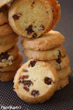 SABLES AUX RAISINS SECS ET AU RHUM – Paprikas Desserts With Biscuits, Mini Desserts, Bolacha Cookies, Cake Aux Raisins, Spritz Cookies, Biscuit Cookies, Just Cooking, Bakery, Crack Crackers