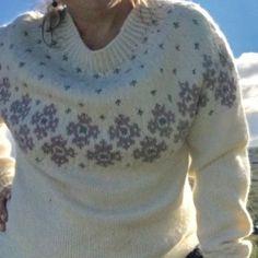 Fjeldrosegenser med rundfelling til dame – Varm design Knitting Designs, Knitting Patterns Free, Free Knitting, Big Knit Blanket, Big Knits, String Bag, What To Make, Market Bag, Stockinette